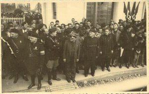 Figura 7 - In attesa della corsa inaugurale del treno elettrificata Casalecchio - Vignola. il 28/10/1938.