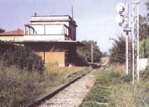 Figura 12 - La stazione di Muffa in abbandono. Anni'90.